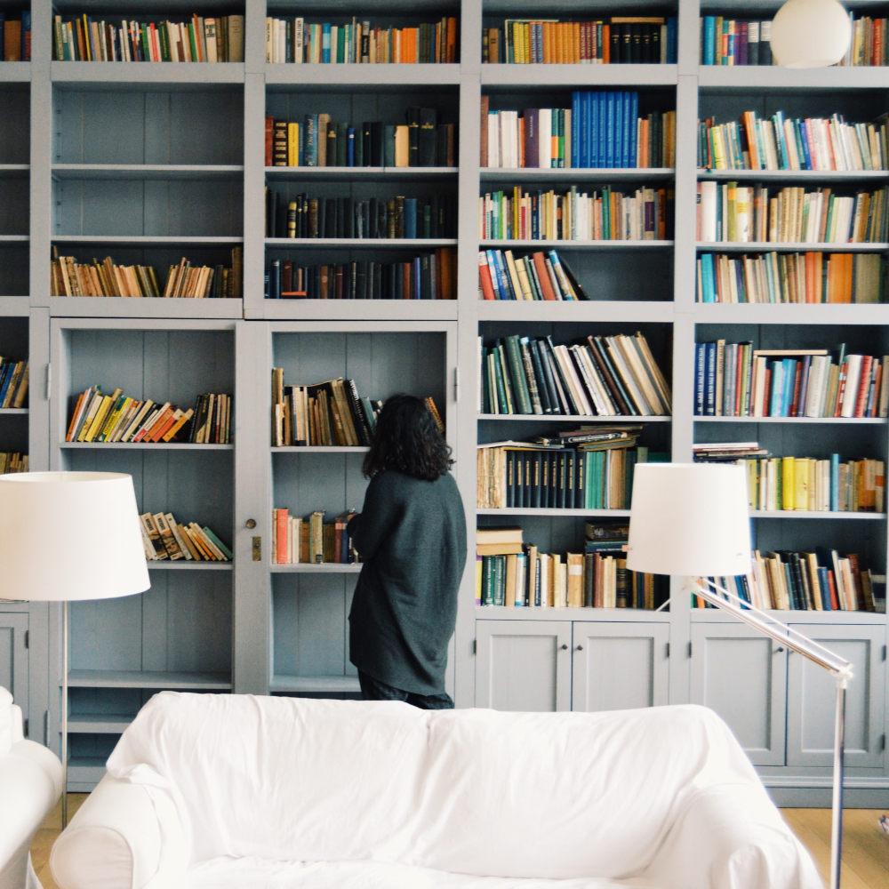 libreria con romanzi saghe familiari